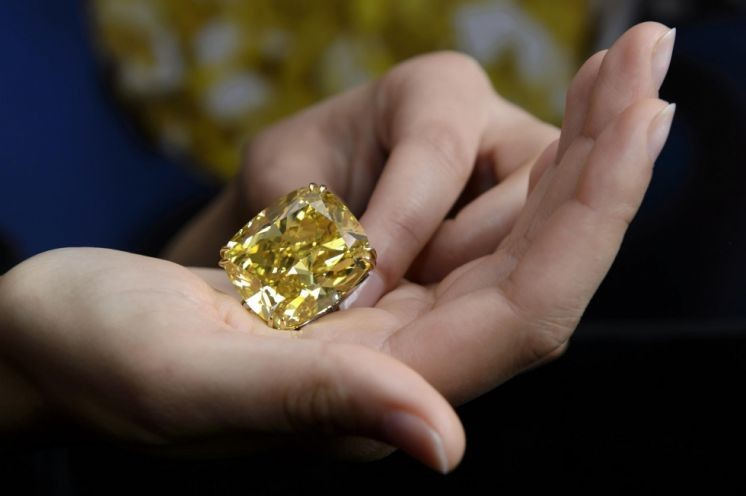 Sotheby's sells giant yellow diamond for US$16.3 million at Geneva auction